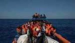 Migrant crisis: Italy approves Libya naval mission
