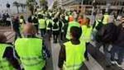 French fuel protests leave 400 injured